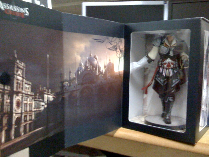 ac2_unboxing_black_collectors_edition_box_window_open