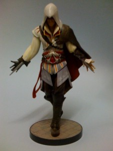 ac2_unboxing_white_collectors_edition_figure_front